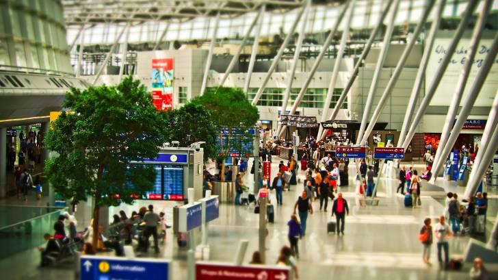 international airpirt terminal lots of people