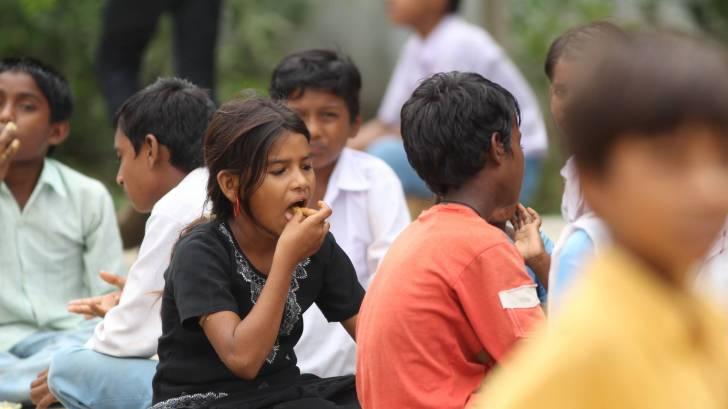 indian children eating