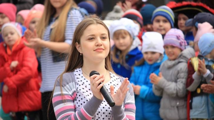 ukrainian children performing