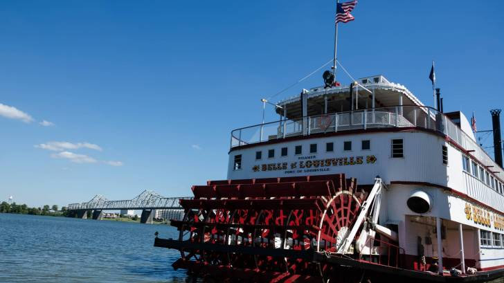 belle of louisville paddle boat