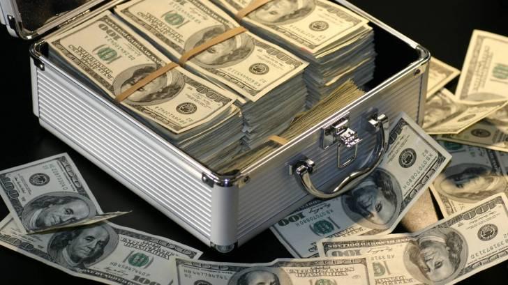 100 $ bills in a lock box
