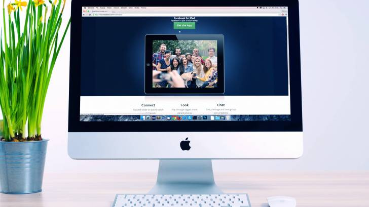 COMPUTER SHOWING PEOPLE IN A GROUP