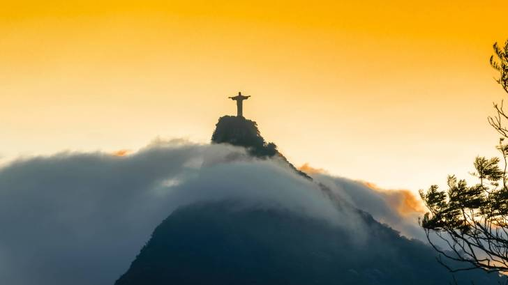 rio statue in yellow sun set