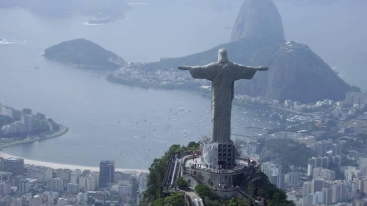 rio brazil statue above the city