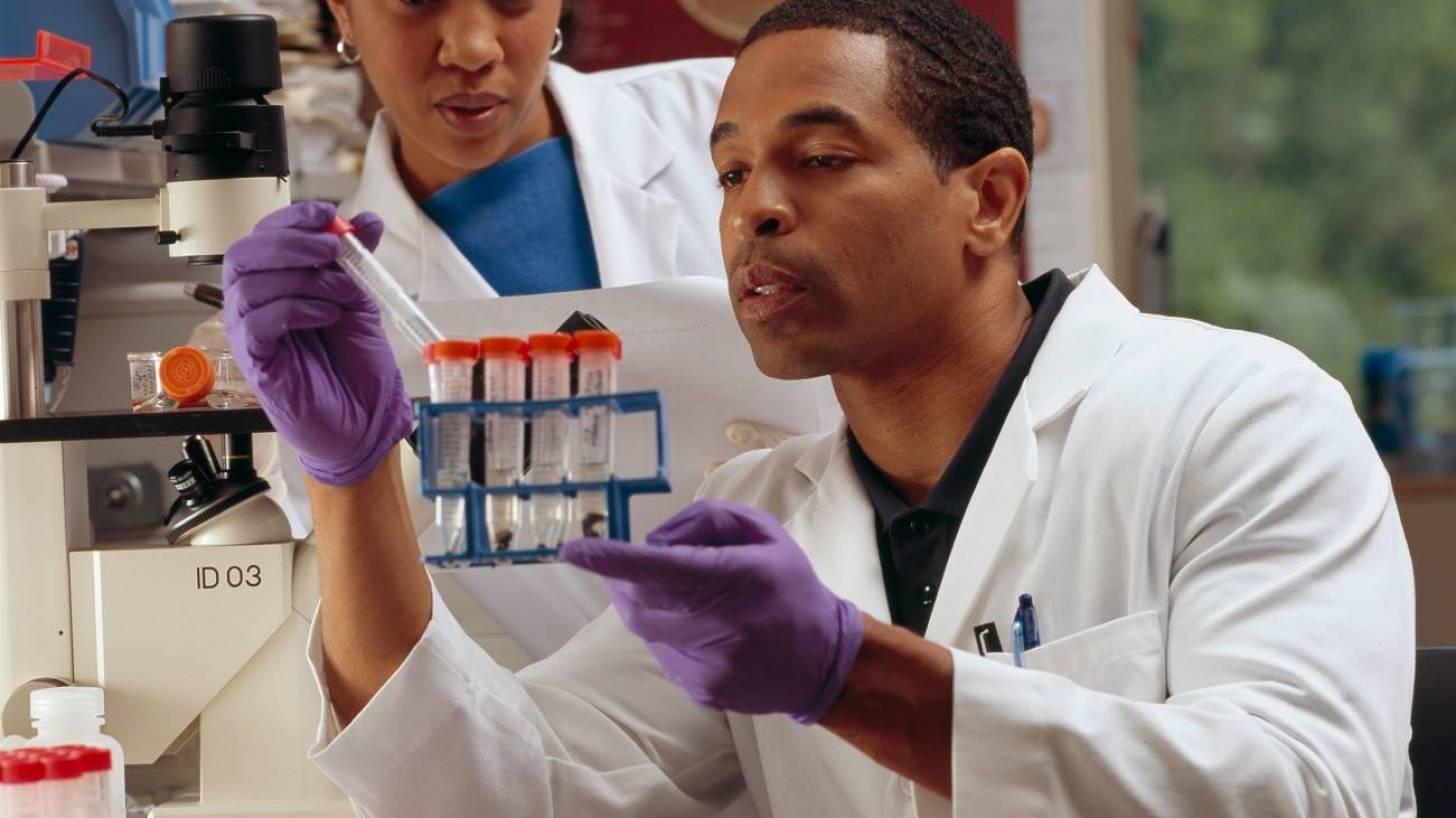 tech lab people wokring on blood transfusions