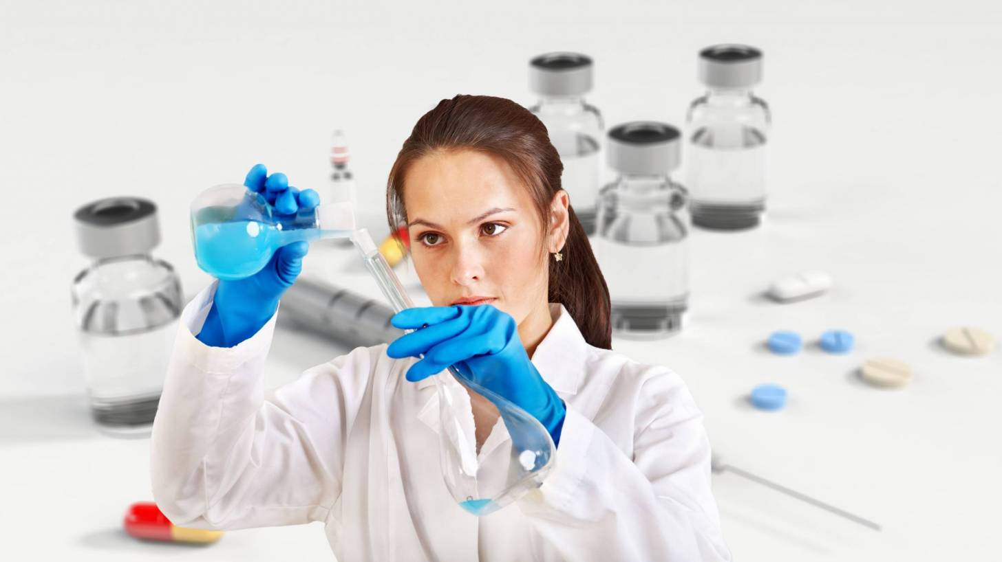 scientist working in a lab to develop a vaccine