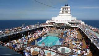 crowded cruise ship pool