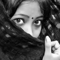 indian women in black scarf