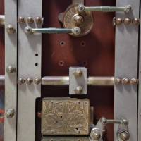 vault locking system