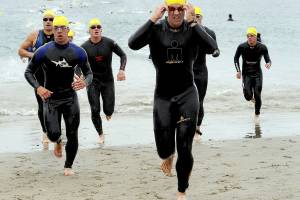 men tri athalon runners